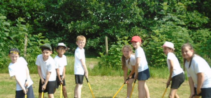 Year 4 take part in Mini Golf Tournament